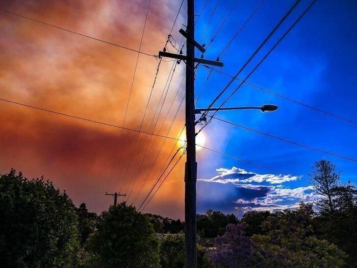 Дым затягивает небо