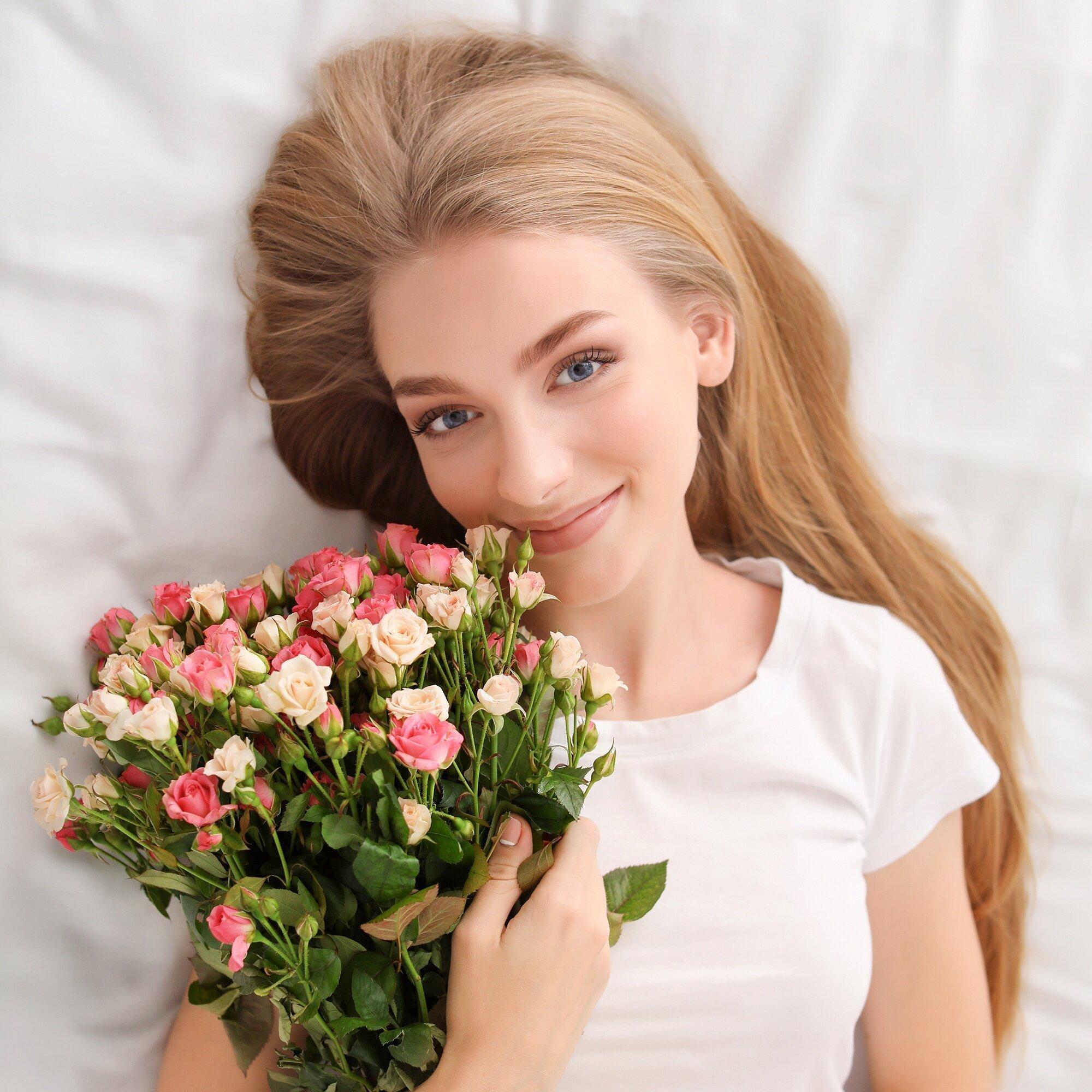 Фото девушек с цветами картинки букеты