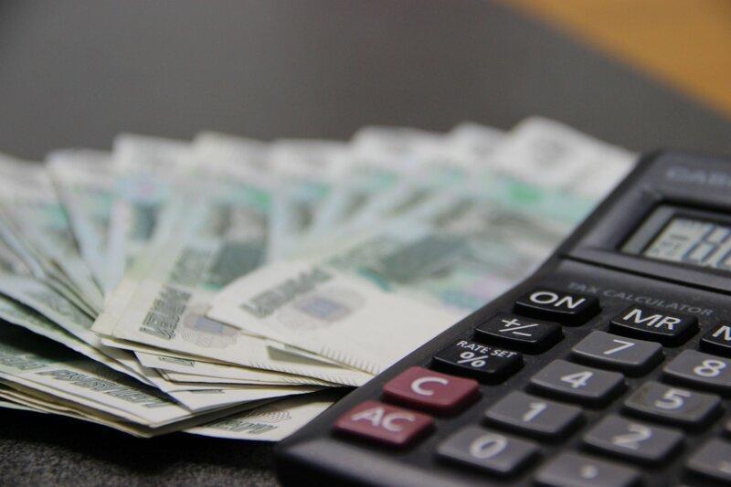 Четверть россиян тратят почти всю зарплату на оплату долгов