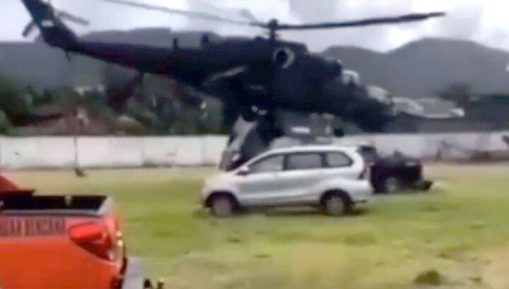 В Индонезии вертолет Ми-35 не смог взлететь и начал крушить автомобили. thumbnail