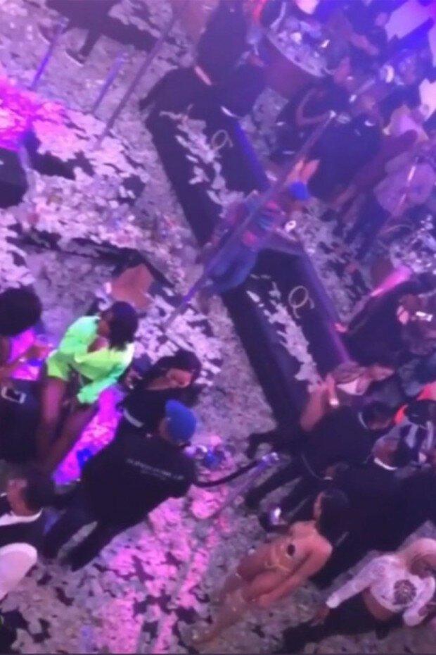 Народный стриптиз в клубах видео охранники для ночного клуба