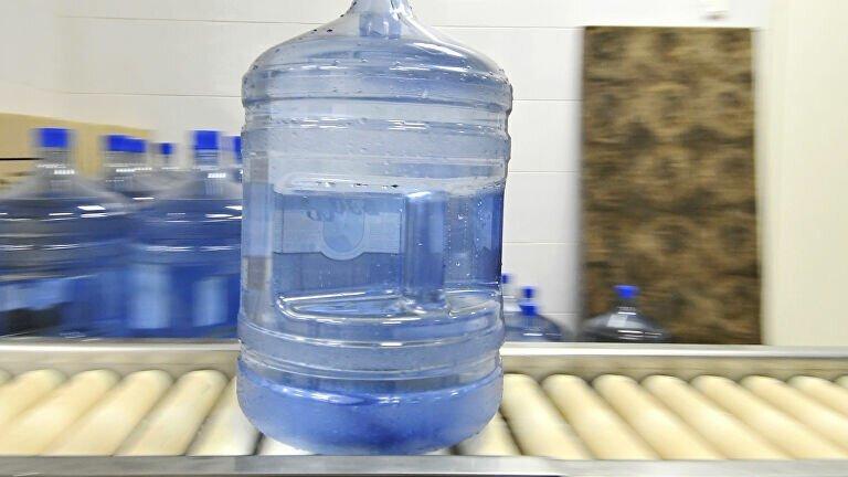 В Липецке первоклассникам из бедных семей запрещали пить из кулера