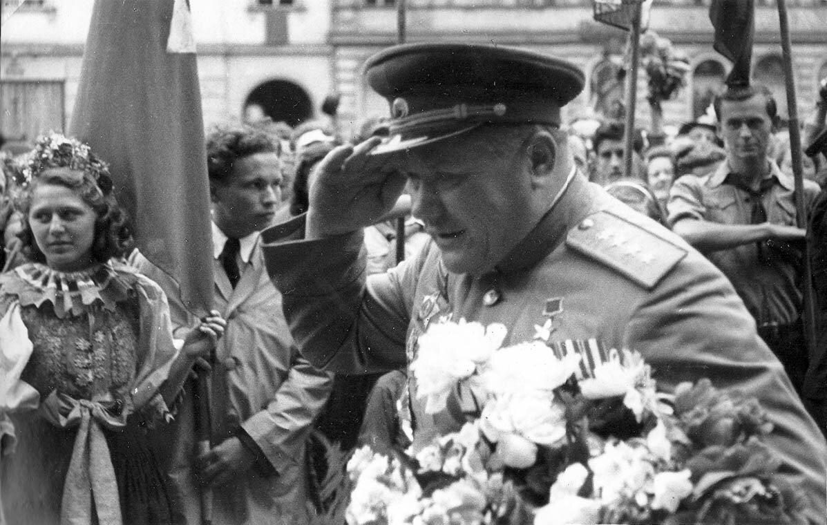 Минобороны опубликовало уникальные фото советских полководцев