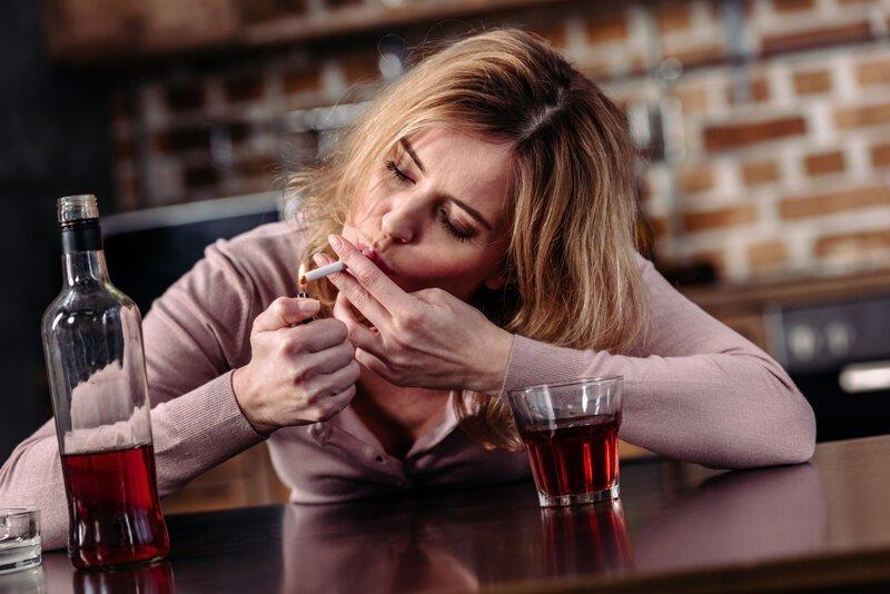Врачебные откровения: с каких видов спиртного начинается женский алкоголизм