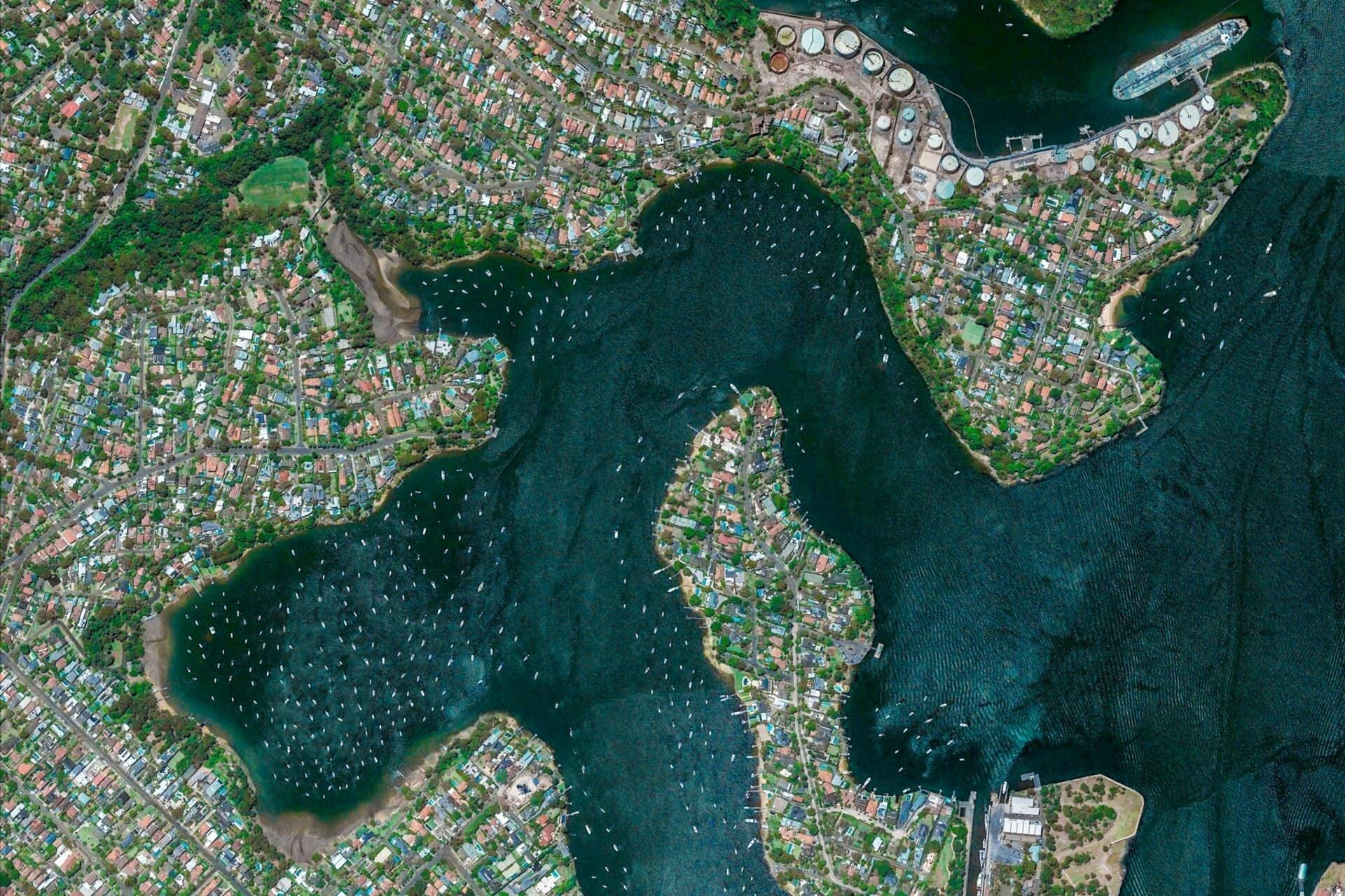 нам кажется, фотографии со спутника гугл земля базируется модене