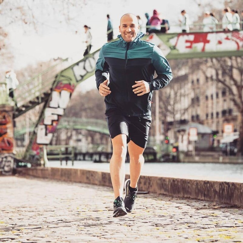 Француз пробежал марафон насвоем балконе