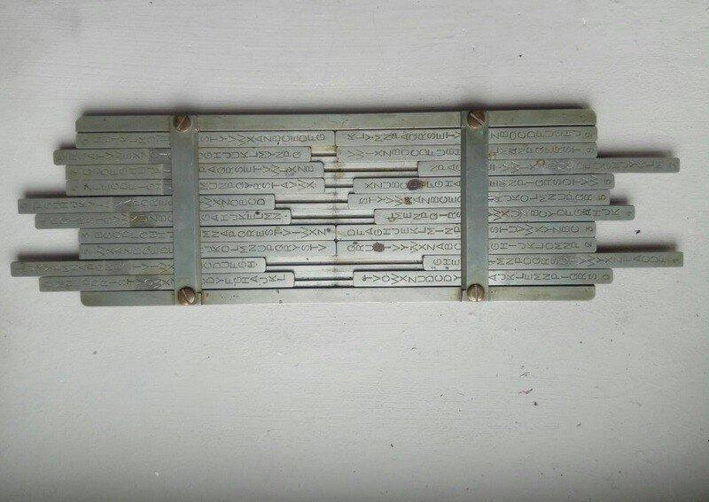 1. Это устройство досталось мне от прадедушки, который был французским математиком во время Второй мировой войны. Что это?