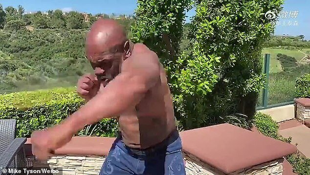 53-летний Майк Тайсон возвращается наринг