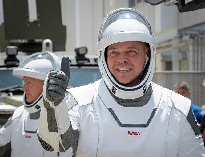 """""""Батут работает!"""": Илон Маск после запуска Crew Dragon ответил на давнюю шутку Рогозина"""