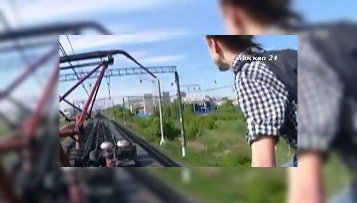 Подросток залез на движущийся поезд и снял последние секунды жизни на видео