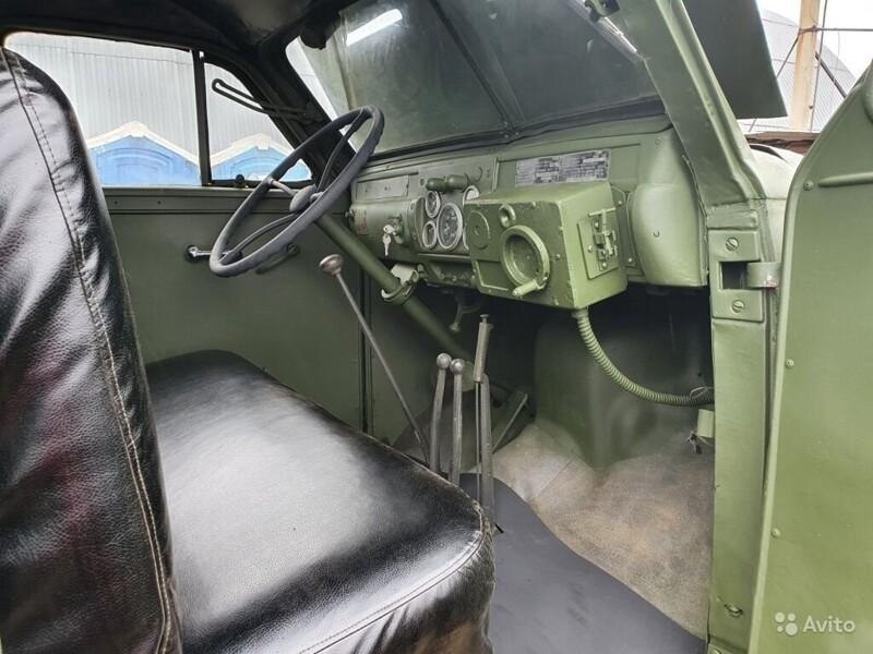 """В Москве выставили на продажу Т-34 и """"Катюшу"""""""