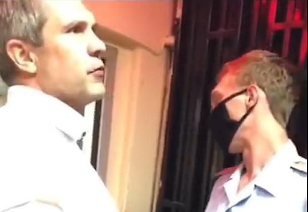"""""""А ты погугли, кто я!"""": пьяный сотрудник прокуратуры устроил драку в полиции"""