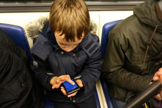 Сразу после выплат на детей в России увеличились продажи недорогих смартфонов