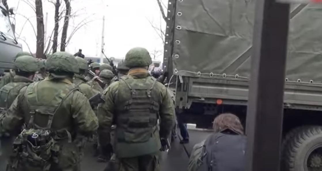 В Минск уже стягивают войска