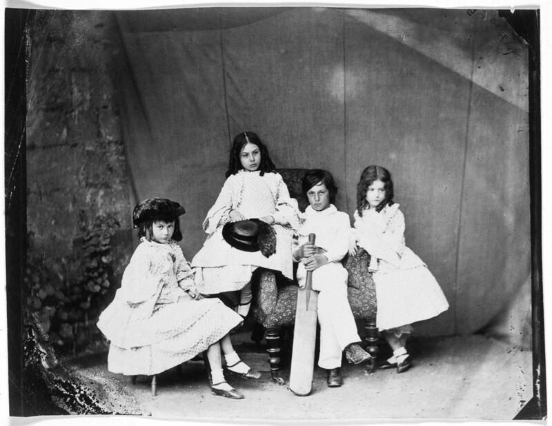 Алиса, Лорина, Гарри и Эдит Лидделлы, июнь 1860 г.