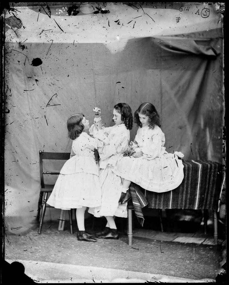 Алиса с сестрами, июль 1860 г.