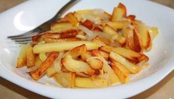 Готовим жареную картошку с луком по классическому рецепту