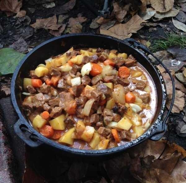 Жарим картошку с мясом на сковороде (берём свинину)