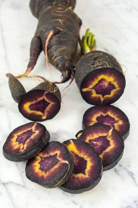 11. Перед вами необычный вид черной турецкой моркови. Внутри выглядит, как око Саурона