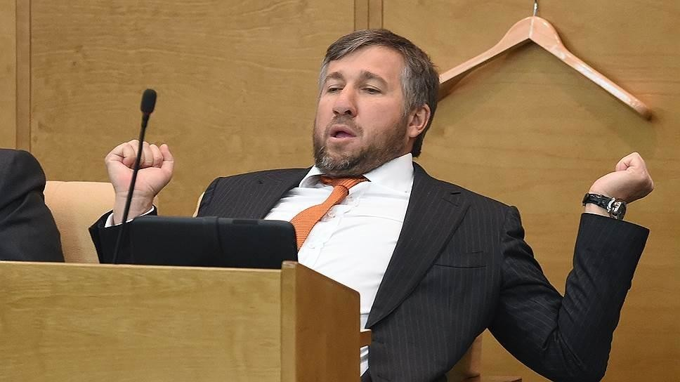 Назван самый богатый депутат Госдумы, с годовым доходом в 2.3 млрд рублей