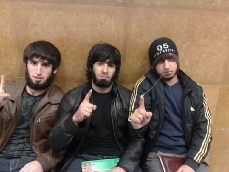 Чеченцы со смехом помыли ботинки святой водой, а потом «вдруг» решили извиниться