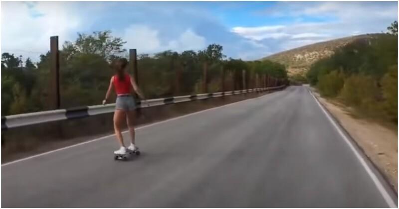 Девушка незахотела надевать шлем ичуть неубилась