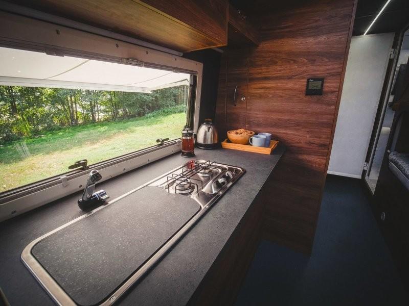 Комфортабельный дом на колесах из старенького «ПАЗика»
