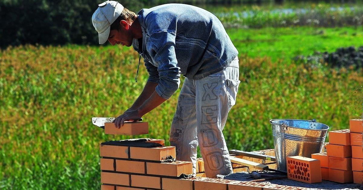 Стены из мусора и проводка из гуано: почему не стоит покупать готовые дома