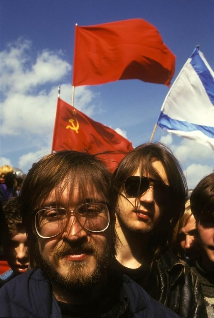 Егор Летов на первомайской демонстрации, Москва, 1 мая 1993 года