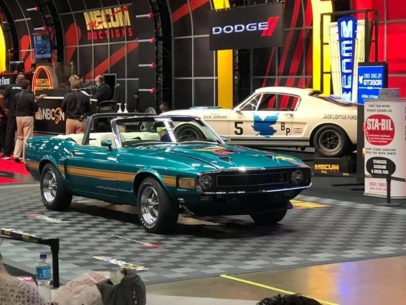 6. Shelby GT350 Convertible 1969 года продан за $181,500 (16 600 000 руб.).