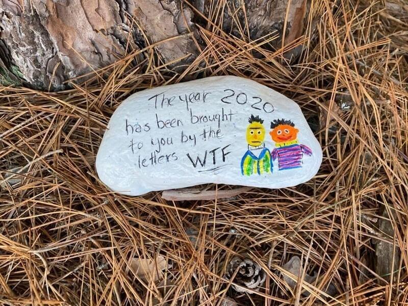 6. Нашла этот разрисованный камень в лесу