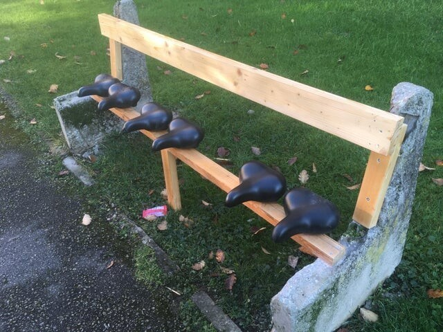 «Кто-то отремонтировал старую скамейку в моём дворе»