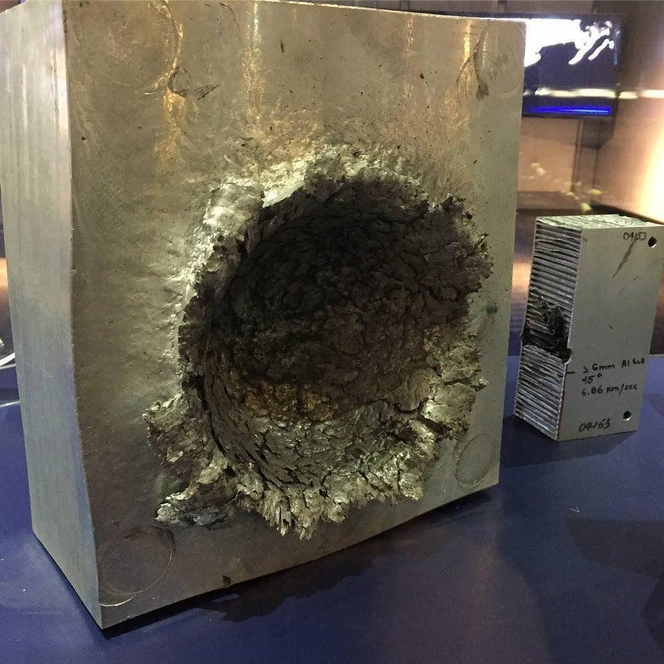 Космический мусор проделал дыру в корпусе из прочного алюминия