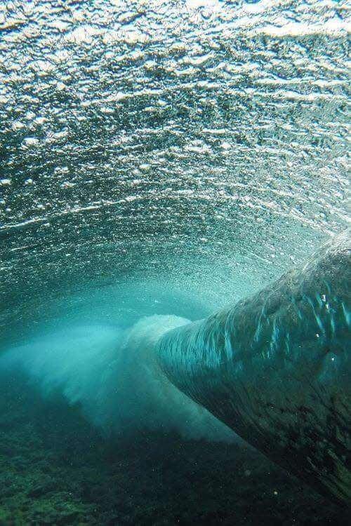 Волна под водой