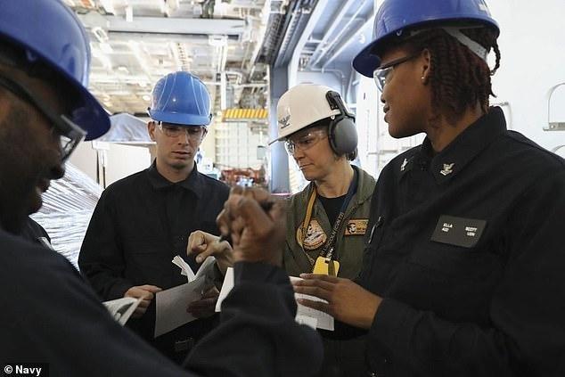 В США женщина впервые станет командиром атомного авианосца