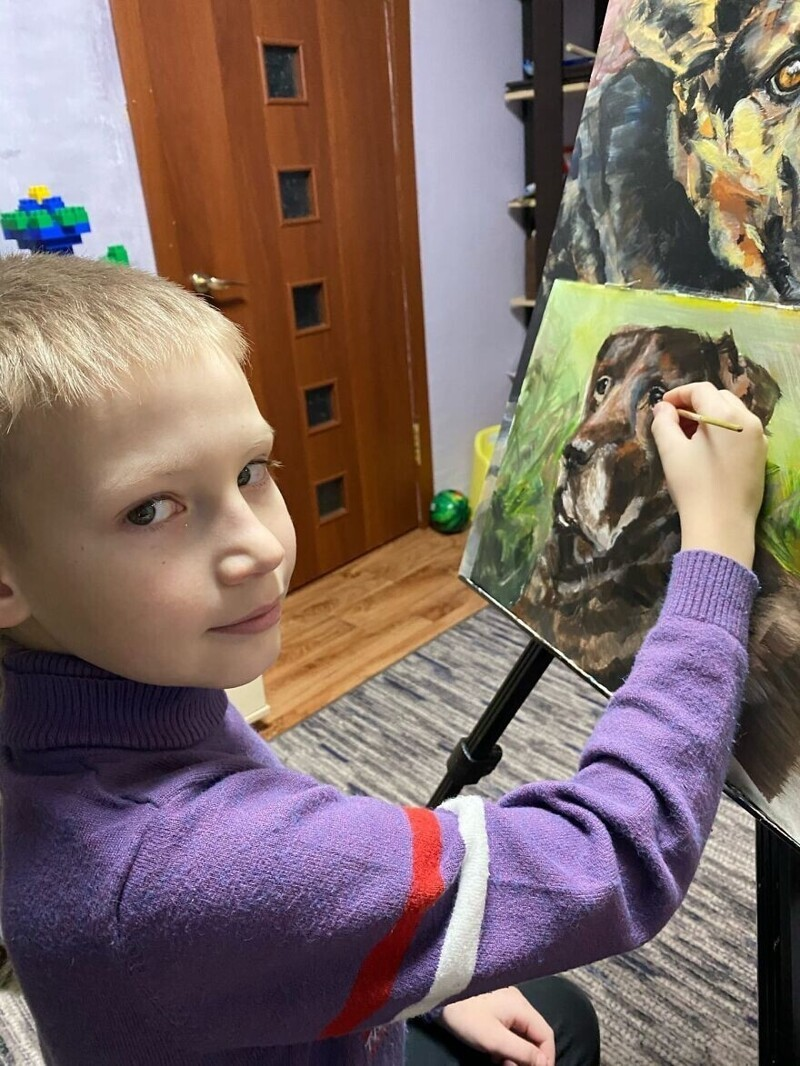 10-летний школьник из Арзамаса рисует портреты животных и помогает приютам