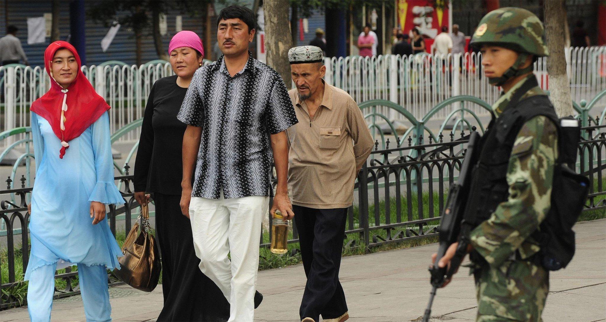 Полиция Китая избила толпу мусульман