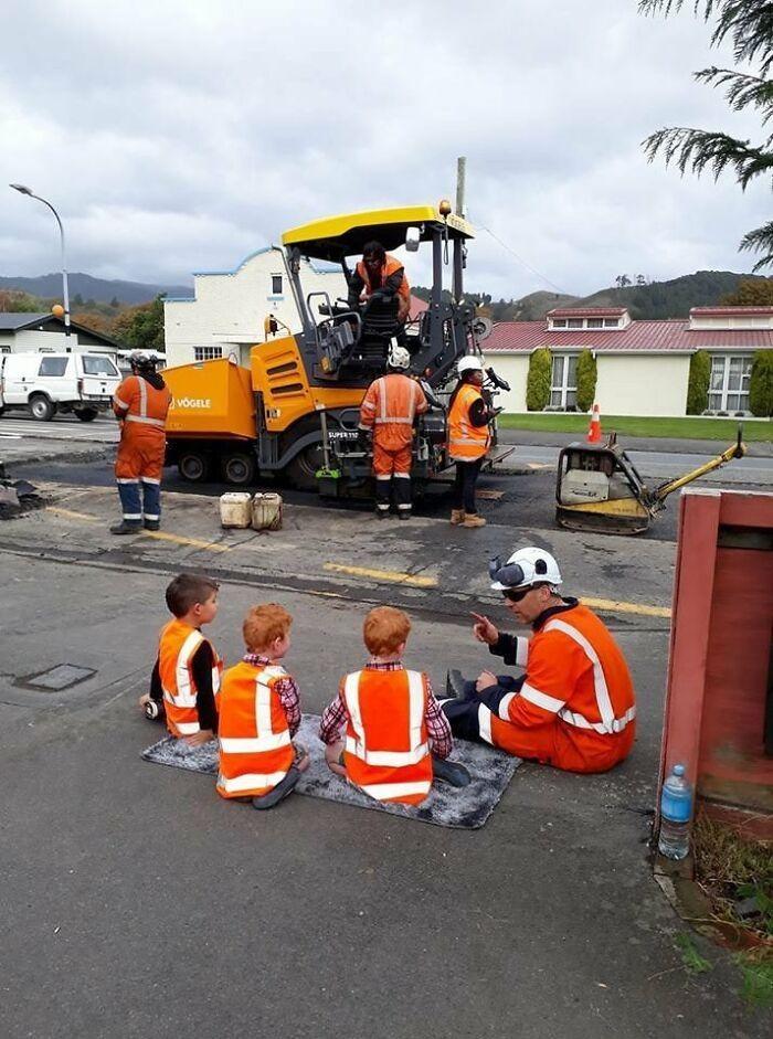 4. Когда дорожные рабочие нашли время объяснить детям, как устроены дороги