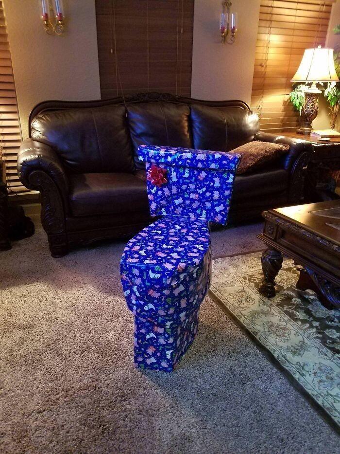 """""""Я очень постаралась, чтобы спрятать новогодний подарок сестры"""""""