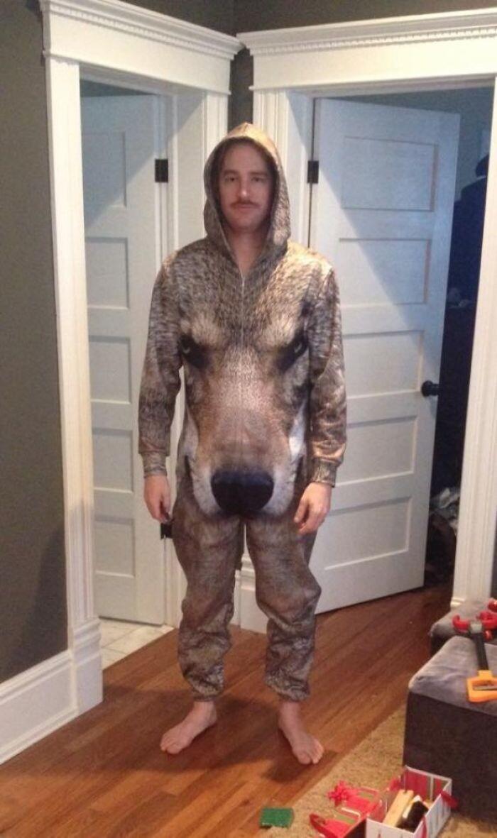 """Жена подарила приятелю пижамку"""