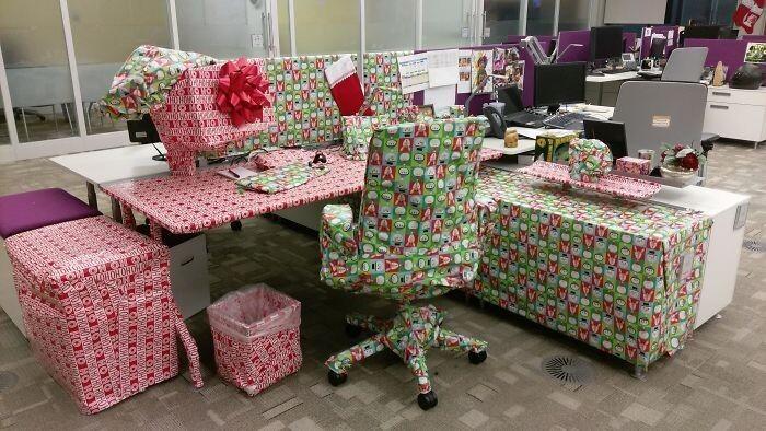 """""""Коллега сказал, что во мне нет рождественского настроения. В ответ я завернула ему подарок"""""""