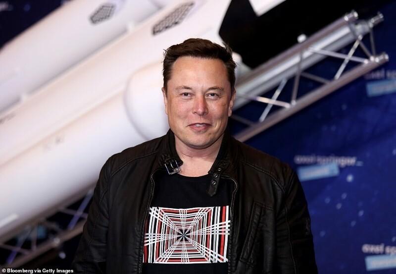 Илон Маск продал еще три своих особняка за 40,9 миллиона долларов