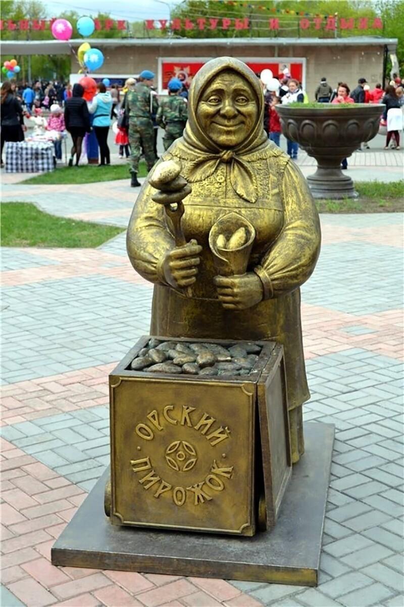 3. Памятник Орскому пирожку с ливером, Оренбургская область