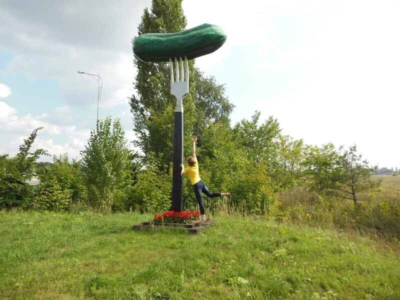 5. Памятник «Огурец на вилке», Старый Оскол, Белгородская область