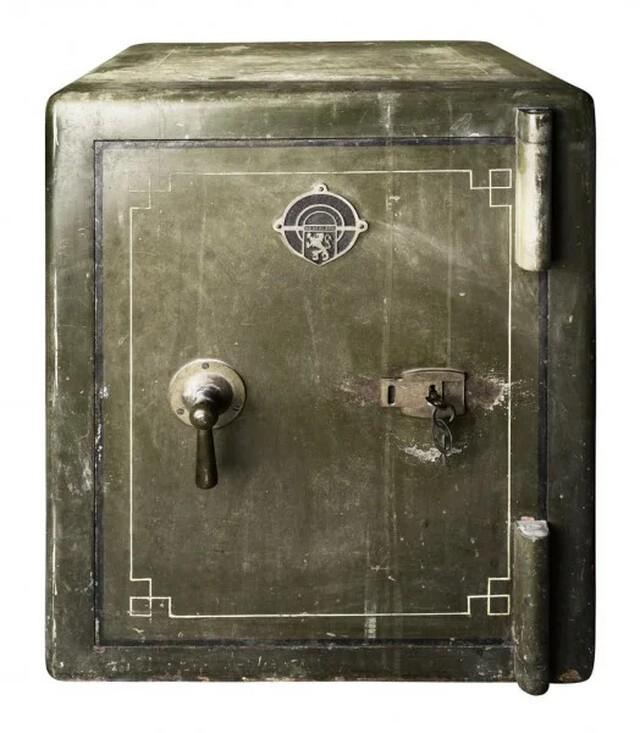 Навзлом любого сейфа унего уходило максимум 35минут