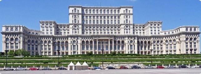 30. Здание румынского парламента - одно из самых больших административных зданий в мире