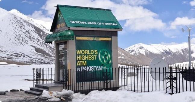 17. Самый высоко расположенный в мире банкомат находится в Пакистане