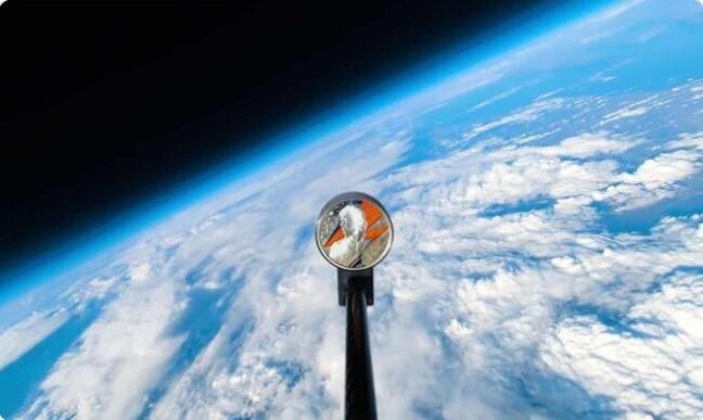 26. Великобритания выпустила монету с изображением Дэвида Боуи и даже отправила одну такую монету в космос