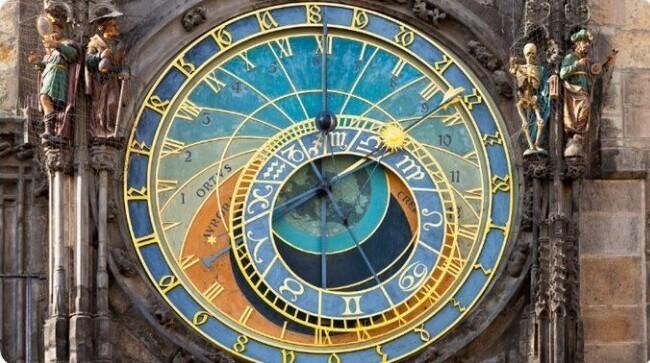 4. Старейшими башенными часами в мире, которые все еще работают, являются Пражские куранты (Чехия)
