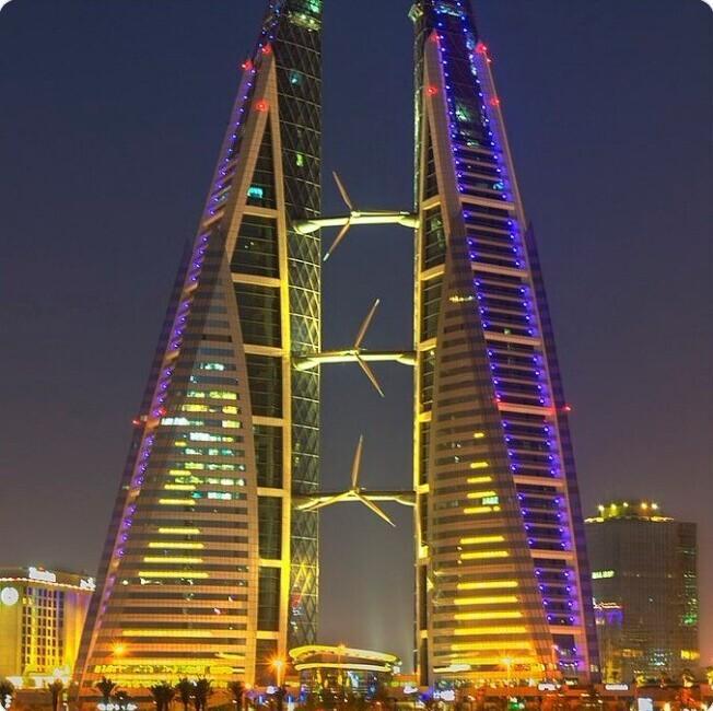 16. В Бахрейне есть здание с тремя встроенными ветряными турбинами
